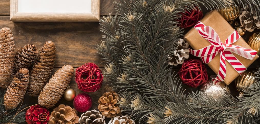 Plantes artificielles et décorations de Noël